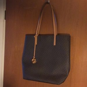 Awesome Michael Kors Signature Tote NWOT